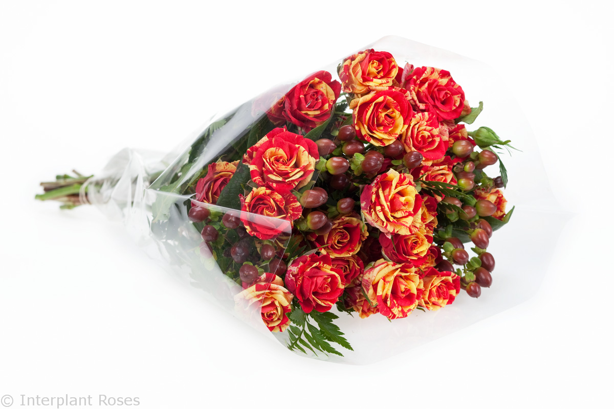 red spray rose bouquet