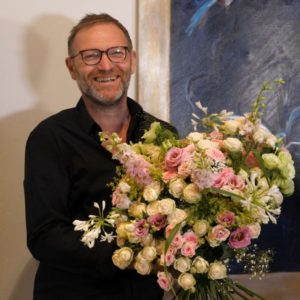 Rich spray rose bouquet by Dutch Florist Veldhuysen